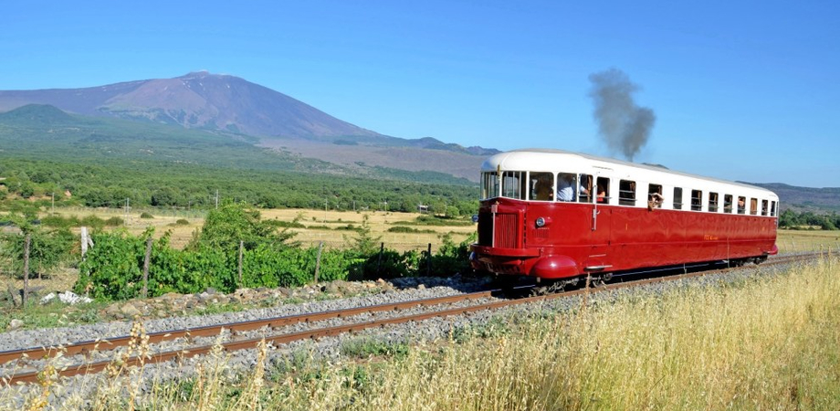 Nel week-end quattro treni storici alla scoperta delle bellezze e delle tradizioni dell'isola