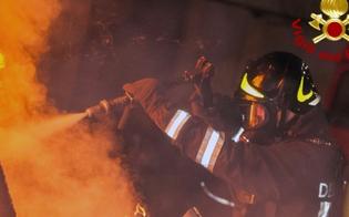 http://www.seguonews.it/auto-in-fiamme-nella-notte-a-gela-a-fuoco-la-fiat-500-di-una-casalinga