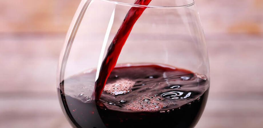 Il vino rosso, se bevuto con moderazione, fa bene all'intestino: lo rileva una ricerca