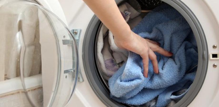 Richiamato il detergente liquido Ariel Color, venduto nelle filiali Lidl: c'è un rischio microbiologico
