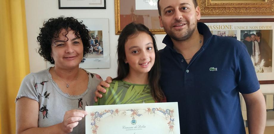 """A Delia pergamena ricordo per la piccola Beatrice Lodato vincitrice al concorso """"Diventerò una stella"""""""
