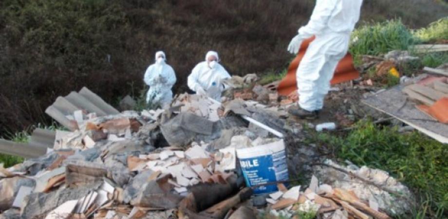 Ambiente. L'allarme M5S: la Sicilia seppellita sotto un milione di metri cubi d'amianto. Solo il 2% l'anno viene smaltito