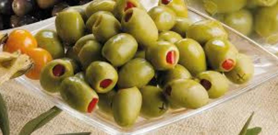 Solfiti nelle olive farcite in olio di girasole richiamate dai supermercati Coop: rischi per la salute del consumatore