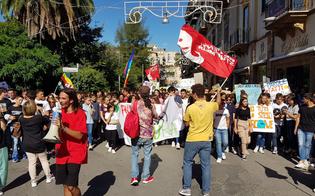 http://www.seguonews.it/a-caltanissetta-gli-studenti-manifestano-per-il-fridayforfuture-italia-nostra-la-nostra-casa-e-in-fiamme-e-la-politica-e-debole
