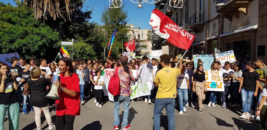 """A Caltanissetta gli studenti manifestano per il #fridayforfuture. Italia Nostra: """"Ecco le emergenze della nostra provincia"""""""