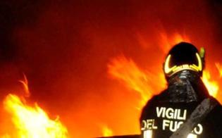 http://www.seguonews.it/notte-di-incendi-gela-a-fuoco-lauto-di-uno-studente-e-una-serra-coltivata-a-pomodori