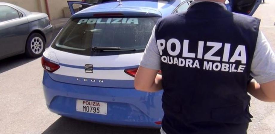 Caltanissetta, alla fermata dell'autobus con 98 grammi di hashish: 28enne arrestata dalla polizia