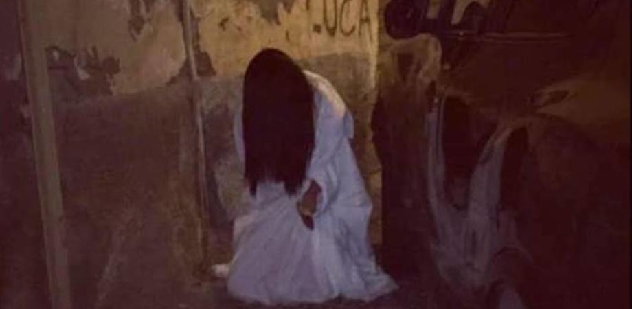 Niscemi. Travestita da Samara spaventa i passanti. Trentenne denunciata dalla Polizia di Stato per procurato allarme