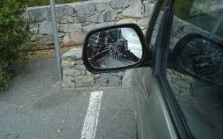 http://www.seguonews.it/caltanissetta-ubriaco-e-sorpreso-a-distruggere-specchietti-delle-auto-parcheggiate-in-piazza-calatafimi