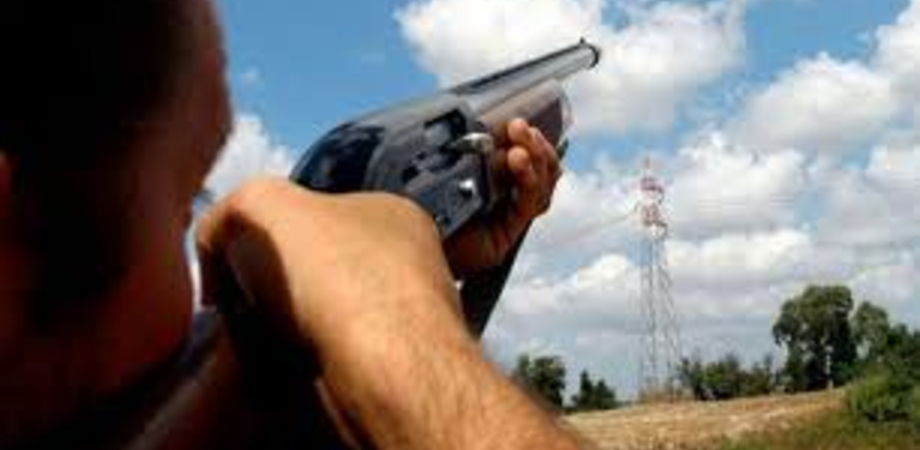 Sparava agli uccelli, trovato con 49 proiettili: denunciato a Caltanissetta un 34enne