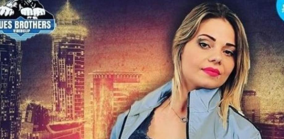 Con i soldi del reddito di cittadinanza incide un disco: denunciata una cantante neomelodica