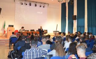 http://www.seguonews.it/caltanissetta-due-conferenze-della-polizia-di-stato-rivolte-agli-studenti-dellistituto-tecnico-economico-e-tecnologico-mario-rapisardi-da-vinci-