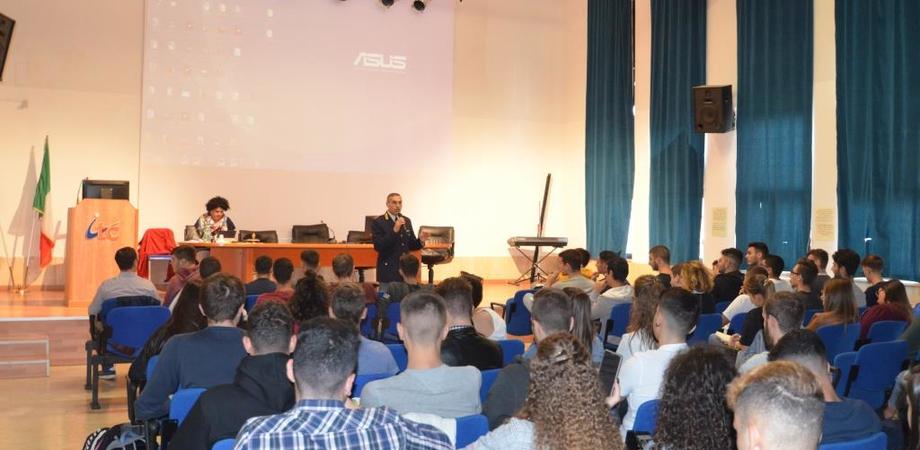 """Caltanissetta, due conferenze della Polizia di Stato rivolte agli studenti dell棚stituto Tecnico Economico e Tecnologico """"Mario Rapisardi da Vinci"""""""