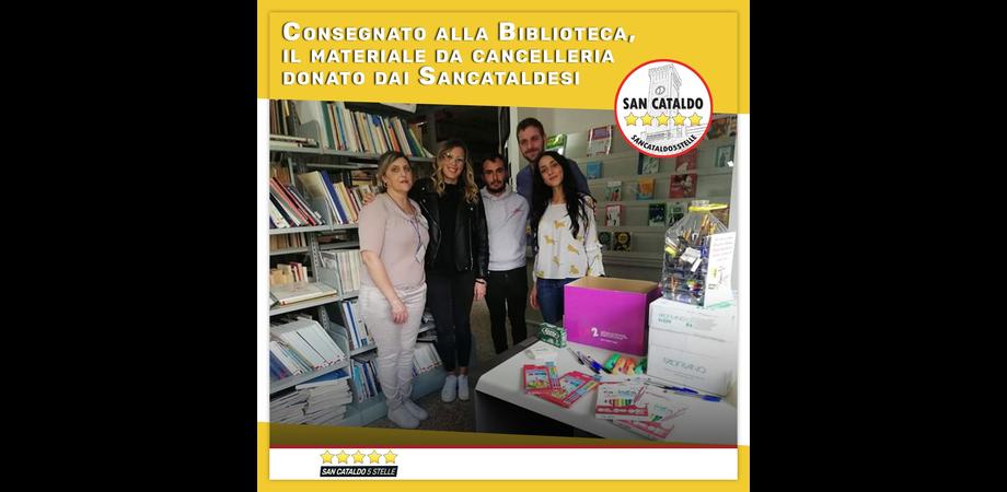 Il M5S di San Cataldo consegna il materiale da cancelleria donato dai cittadini alla biblioteca