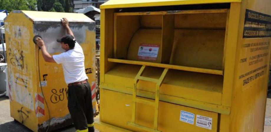 Gela, indumenti e accessori: potranno essere conferiti negli appositi contenitori collocati in diversi quartieri della città