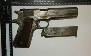 http://www.seguonews.it/gela-tre-pastori-nascondevano-una-pistola-in-un-ovile-arrestati-il-padre-e-i-suoi-due-figli