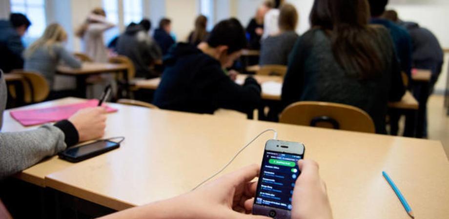 A Cefalù studenti in classe senza cellulare. Lo utilizzeranno nel corso di due pause stabilite