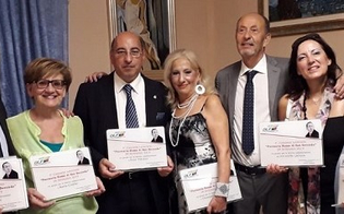 http://www.seguonews.it/rosso-di-san-secondo-a-caltanissetta-la-cerimonia-di-premiazione-del-concorso-letterario-di-narrativa-