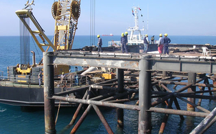 http://www.seguonews.it/viabilita-e-infrastrutture-falcone-a-caltanissetta-lugl-puntare-sul-pontile-eni-di-gela