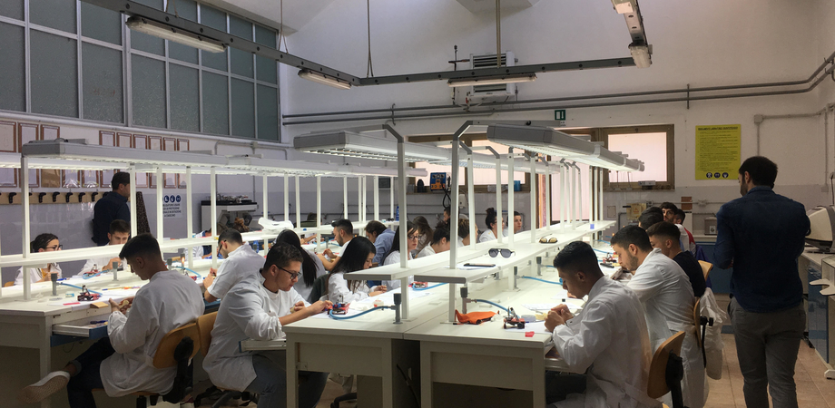 "Esami di abilitazione per odontotecnici all'Ipsia ""Galilei"" di Caltanissetta: in 28 superano la prova"