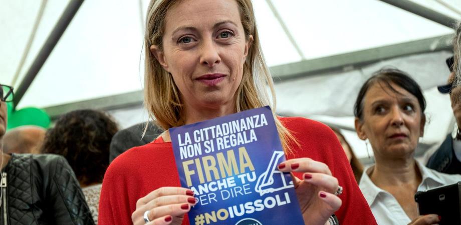 """""""La cittadinanza non si regala"""", Fratelli d'Italia avvia petizione anche a Caltanissetta: stand in piazza Garibaldi"""