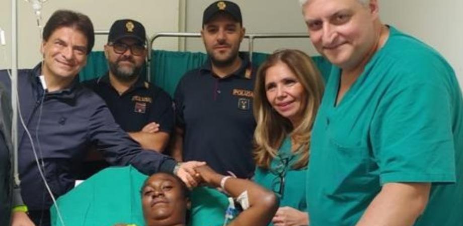 Doglie improvvise, stava per partorire alla stazione: donna salvata dalla Polizia Ferroviaria