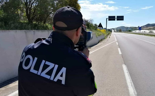 http://www.seguonews.it/porsche-sfreccia-a-200-chilometri-orari-sulla-strada-statale-640-beccata-dal-telelaser-della-polizia-stradale