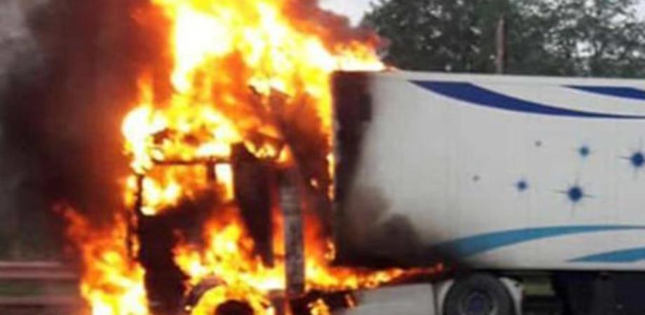 Sicilia, Anas: traffico bloccato sulla A19 Palermo-Catania per mezzo pesante in fiamme