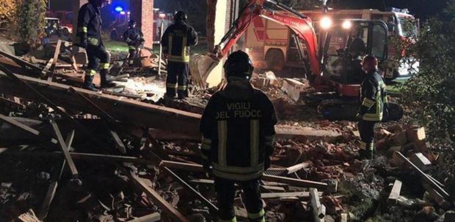 Esplosione ad Alessandria, morti tre vigili: arrestato il proprietario della cascina. Voleva truffare l'assicurazione