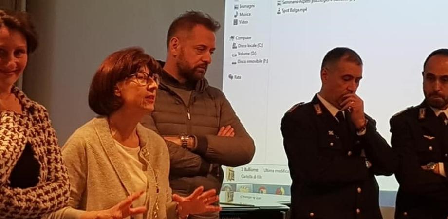 I pericoli della rete, le chat e le foto: la polizia postale di Caltanissetta incontra gli studenti del Mottura
