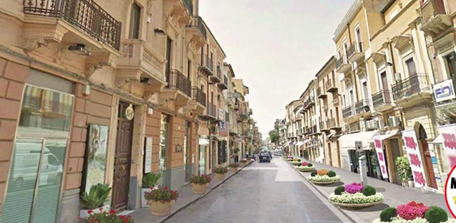 Negozi vuoti e saracinesche abbassate: i commercianti del centro storico di Gela si riuniscono in comitato
