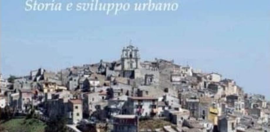 """""""La chiesa Madre di Mussomeli ed il suo territorio"""", lo scrittore Canalella presenta il suo libro"""