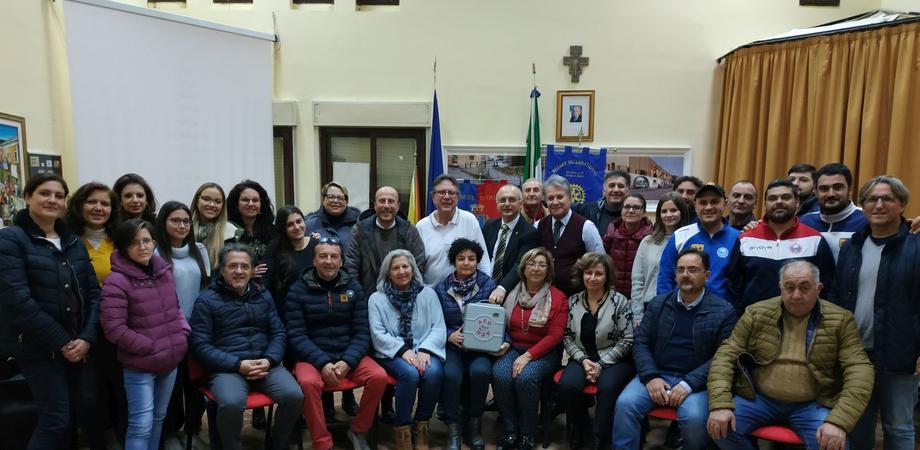Delia, corso per l'utilizzo del defibrillatore: in 34 hanno preso parte all'iniziativa del Rotary