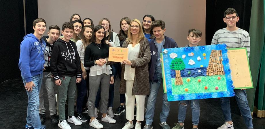 """Opere d'arte utilizzando materiali riciclati, a realizzarle sono stati gli studenti del """"R. Settimo"""" di Caltanissetta"""
