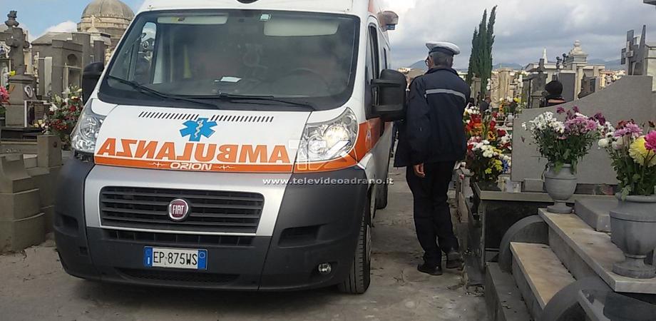 Muore mentre prega al cimitero dei Rotoli di Palermo, la vittima sarebbe stata colta da infarto
