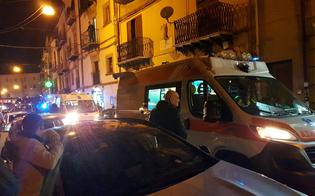 Caltanissetta, entra in un negozio e si scaglia contro la commessa: cinque persone in ospedale