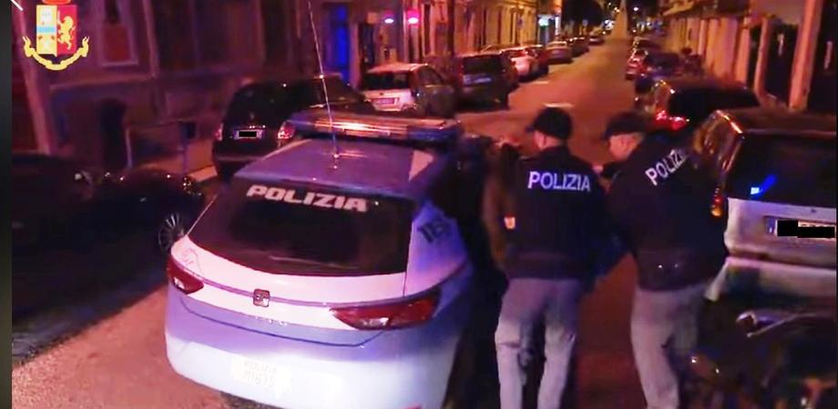 Caltanissetta, sotto effetto di cocaina non si ferma all'alt e travolge un poliziotto: arrestato dopo uno spericolato inseguimento