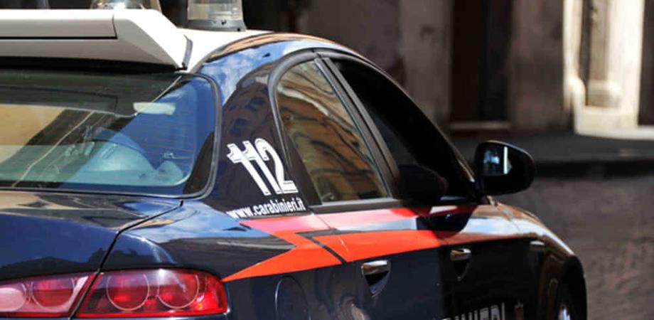 Controlli dei carabinieri a Caltanissetta, lavoratori in nero in due esercizi commerciali: chiusura e multe per migliaia di euro
