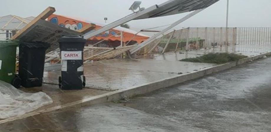 Gela, pioggia e raffiche di vento: danni in alcuni stabilimenti balneari del lungomare
