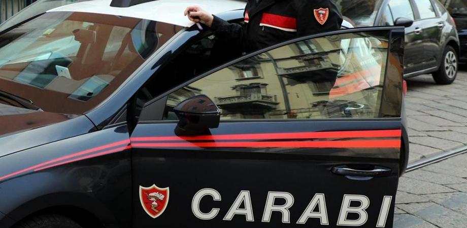 Caltanissetta, tenta di forzare una saracinesca con uno scalpello ma viene sorpreso dai carabinieri: arrestato