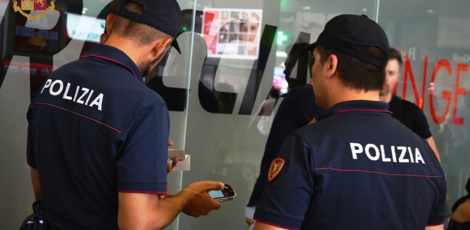 Controlli della polizia in provincia di Caltanissetta: sospese due attività commerciali, 4 i lavoratori in nero. Verifiche per altri 8