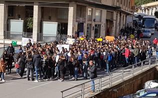 https://www.seguonews.it/sicurezza-delle-scuole-gli-studenti-di-gela-scendono-in-piazza-i-sindacati-chiedono-incontro-con-il-prefetto