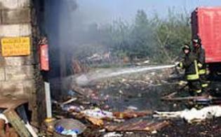 http://www.seguonews.it/esplode-fabbrica-di-fuochi-dartificio-a-barcellona-tre-morti-e-un-dispersosi-temono-altre-vittime
