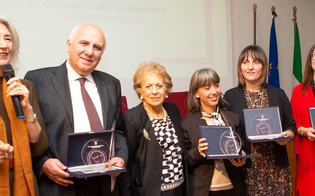http://www.seguonews.it/tumore-al-seno-ascolto-e-disponibilita-ecco-perche-di-martino-ha-ottenuto-il-premio-laudato-medico
