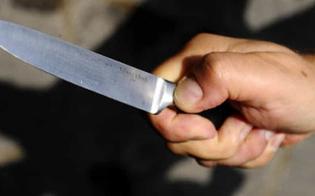 https://www.seguonews.it/caltanissetta-vi-ammazzo-tutti-brandisce-coltello-contro-agenti-polizia-municipale-arrestato