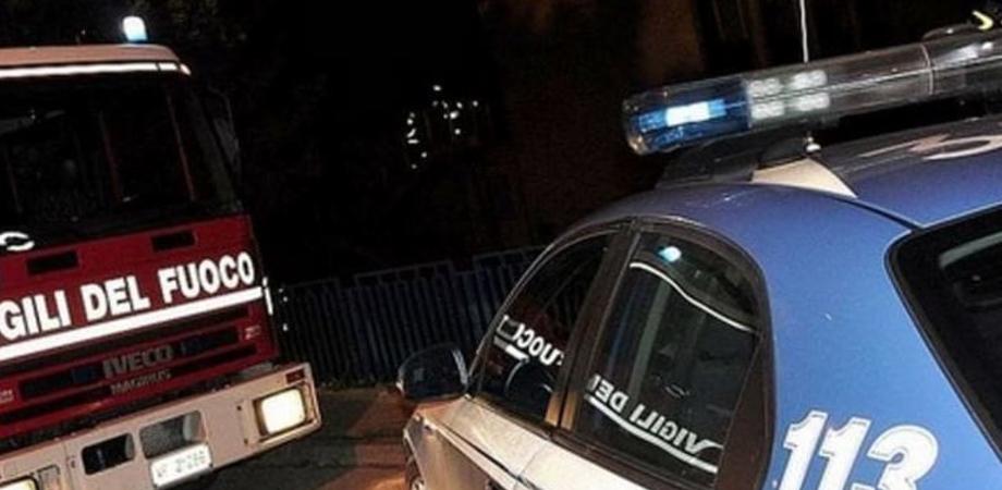 Caltanissetta, auto in fiamme nella notte: il proprietario se ne accorge e prova a spegnere il rogo