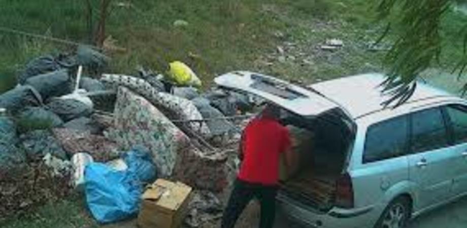 Caltanissetta, abbandono indiscriminato dei rifiuti: in arrivo le guardie ambientali