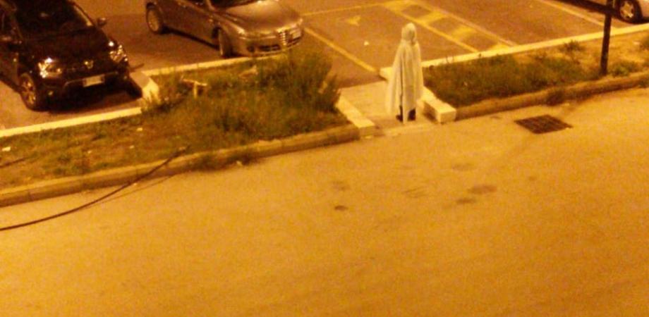 Caltanissetta. Travestito con un lenzuolo si aggira per il posteggio del Sant'Elia. Torna Samara?