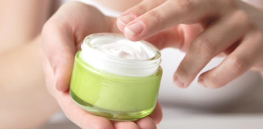 Crema idratante per bambini contaminata da batteri. Il prodotto è in vendita anche in Italia e on line