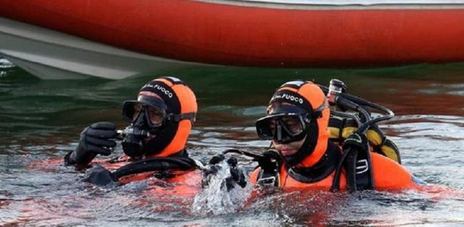 Giallo nelle campagne di Sommatino, auto in un lago: intervengono i sommozzatori dei vigili del fuoco